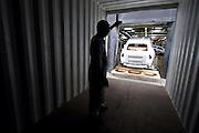 Mlada Boleslav/Tschechische Republik, Tschechien, CZE, 19.03.07: Ein Skoda Octavia wird auf dem Werksgel&auml;nde der Skoda Auto Fabrik f&uuml;r den Export in einen Container geladen. Mlada Boleslav. Der tschechische Autohersteller Skoda ist ein Tochterunternehmen der Volkswagen Gruppe.<br /> <br /> Mlada Boleslav/Czech Republic, CZE, 19.03.07: Worker co-ordinate loading of Skoda Octavia vehicle into transport container for export at Skoda car factory in Mlada Boleslav. Czech car producer Skoda Auto is subsidiary of the German Volkswagen Group (VAG).