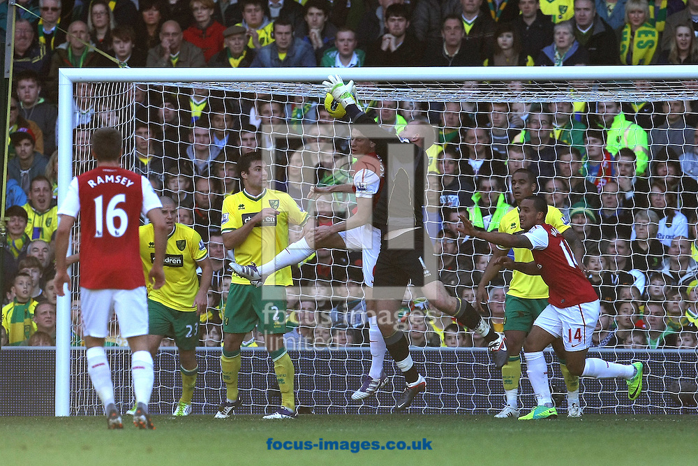 Picture by Paul Chesterton/Focus Images Ltd.  07904 640267.19/11/11.John Ruddy of Norwich collects the ball safely during the Barclays Premier League match at Carrow Road stadium, Norwich.