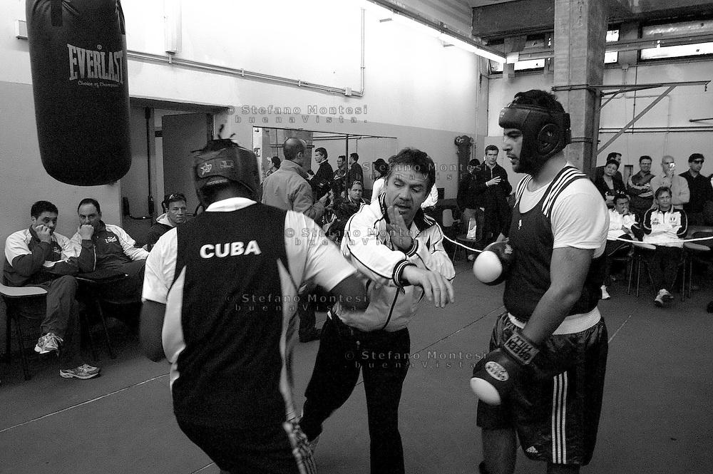 Roma 25 Marzo 2006 .Stages di allenamento aggiornamento di boxe con la squadra di boxe juniores cubana e tecnici e pugili italiani. Palesta dello stadio Flaminio