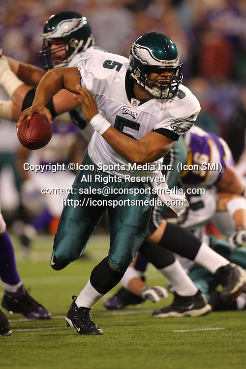 04 January 2009: Philadelphia Eagles quarterback Donovan McNabb (5) scrambles with the ball.  The Philadelphia Eagles defeated the Minnesota Vikings by a score of 26 to 14 at the Hubert H. Humphrey Metrodome in Minneapolis, Minnesota.