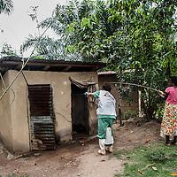 19/04/2014. Quartier de Kango II. Gueckedou. Guin&eacute;e Conakry.  <br /> <br /> Suite &agrave; un appel, une &eacute;quipe de MSF va chez Finda Marie Kamano, 33 ans, elle ressent une grande faiblesse, avec des vomissements et dysenterie. Avec la fi&egrave;vre, et les saignements de nez, ce sont les sympt&ocirc;mes provoqu&eacute;s par le virus Ebola.<br /> <br /> <br /> Un technicien de MSF d&eacute;sinfecte avec du chlore les zones &eacute;ventuellement contamin&eacute;es par le virus.<br /> <br /> Following a call, an MSF team goes to consult Finda Marie Kamano, 33 years, she feels great weakness with vomiting and dysentery. With fever, and nose bleeds, what the symptoms are caused by the Ebola virus.<br /> <br /> MSF technician disinfects with chlorine may be contaminated by the virus zones.<br /> <br /> &copy;Sylvain Cherkaoui/Cosmos/MSF