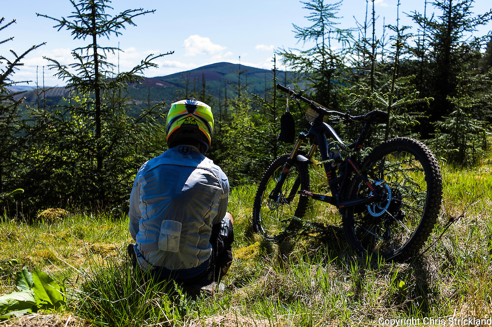 Innerleithen, Tweed Valley, Scotland, UK. 30th May 2015. The Enduro World Series Round 3 taking place on the iconic 7Stanes trails during Tweedlove Festival. Mountain bikers come up against eight stages across two days, with an intense 2,695 metres of climbing over 93km. As well as the physicality of the liaisons, the stages themselves are technical, catching many off guard.