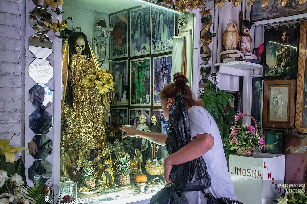 Altar de la Santa Muerte en Tepito, Ciudad de México. 16 de enero de 2015. (Foto: Prometeo Lucero)