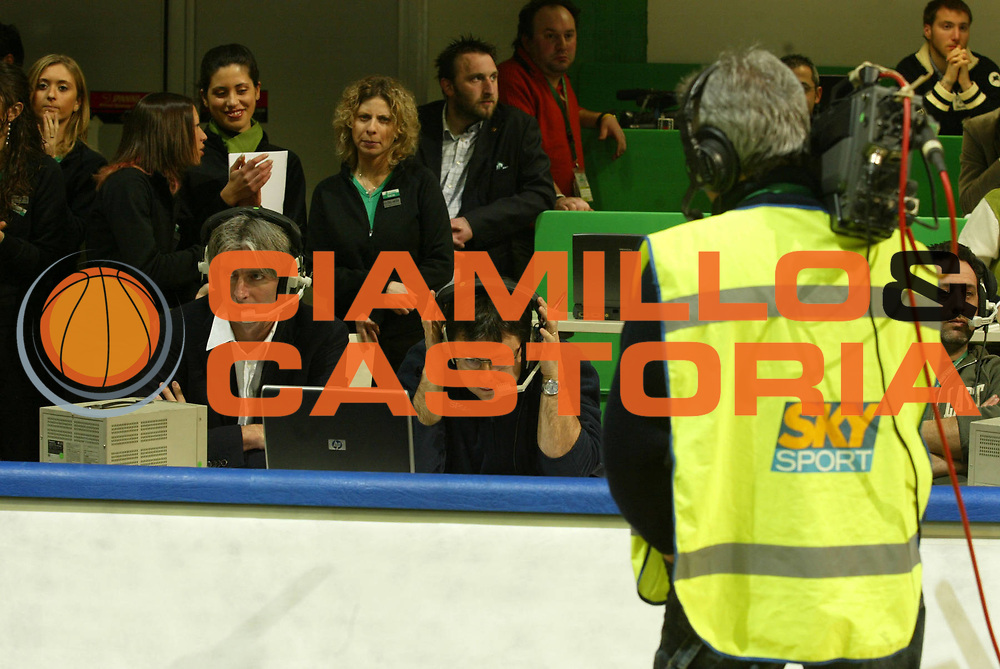 DESCRIZIONE : Siena Eurolega 2005-06 Montepaschi Siena Real Madrid <br /> GIOCATORE : Pittis Tranquillo Sky <br /> SQUADRA : <br /> EVENTO : Eurolega 2005-2006 <br /> GARA : Montepaschi Siena Real Madrid <br /> DATA : 01/02/2006 <br /> CATEGORIA : <br /> SPORT : Pallacanestro <br /> AUTORE : Agenzia Ciamillo-Castoria/G.Ciamillo