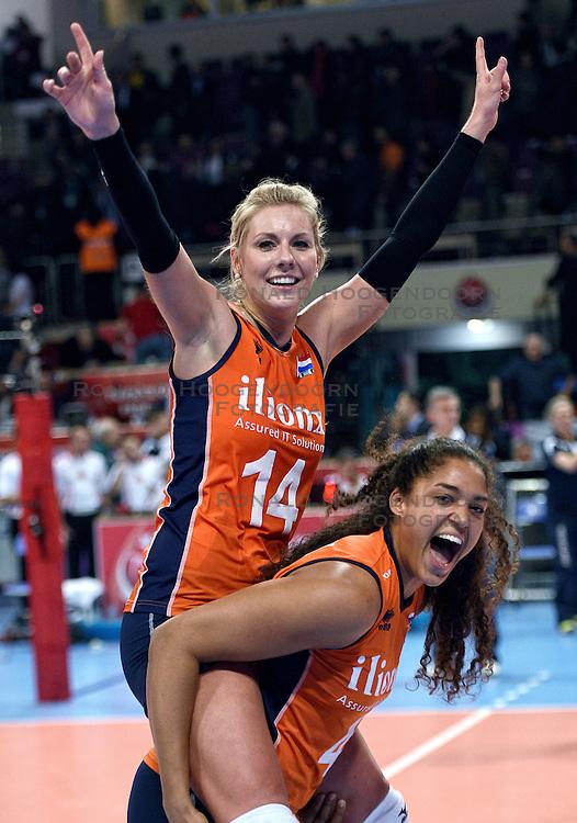 06-01-2016 TUR: European Olympic Qualification Tournament Turkije - Nederland, Ankara<br /> Nederland wint met 3-0 van Turkije / Laura Dijkema #14, Celeste Plak #4 vieren hun feestje
