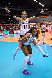 21-05-2016 JAP: OKT Nederland - Peru, Tokio<br /> De Nederlandse volleybalsters winnen met 3-0 en plaatsen zich als eerste voor Rio / Vreugde bij Nederland met Laura Dijkema #14, Celeste Plak #4