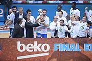 DESCRIZIONE : Final Eight Coppa Italia 2015 Finale Olimpia EA7 Emporio Armani Milano - Dinamo Banco di Sardegna Sassari <br /> GIOCATORE : Manuel Vannuzzo Fernando Marino<br /> CATEGORIA : Presidente Premiazione Premio Awards Coppa<br /> SQUADRA : Banco di Sardegna Sassari<br /> EVENTO : Final Eight Coppa Italia 2015 <br /> GARA : Olimpia EA7 Emporio Armani Milano - Dinamo Banco di Sardegna Sassari <br /> DATA : 22/02/2015 <br /> SPORT : Pallacanestro <br /> AUTORE : Agenzia Ciamillo-Castoria/M.Longo