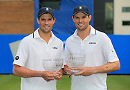 BOB and MIKE BRYAN mit Pokal Finale, Endspiel<br /> <br /> Tennis - Aegon International Eastbourne - ATP -  Devonshire Park Lawn Tennis Club - Eastbourne -  - Great Britain  - 30 June 2017. <br /> &copy; Juergen Hasenkopf