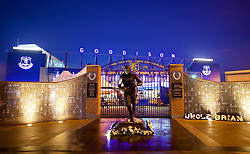 LIVERPOOL, ENGLAND - Monday, December 18, 2017: A statue of former Everton plater Dixie Dean outside Goodison Park before the FA Premier League match between Everton and Swansea City. (Pic by David Rawcliffe/Propaganda)