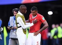 FUSSBALL  WM 2018  Achtelfinale  03.07.2018 Schweden - Schweiz Enttaeuschung Schweiz; Manuel Akanji (re) wird von Denis Zakaria getroestet
