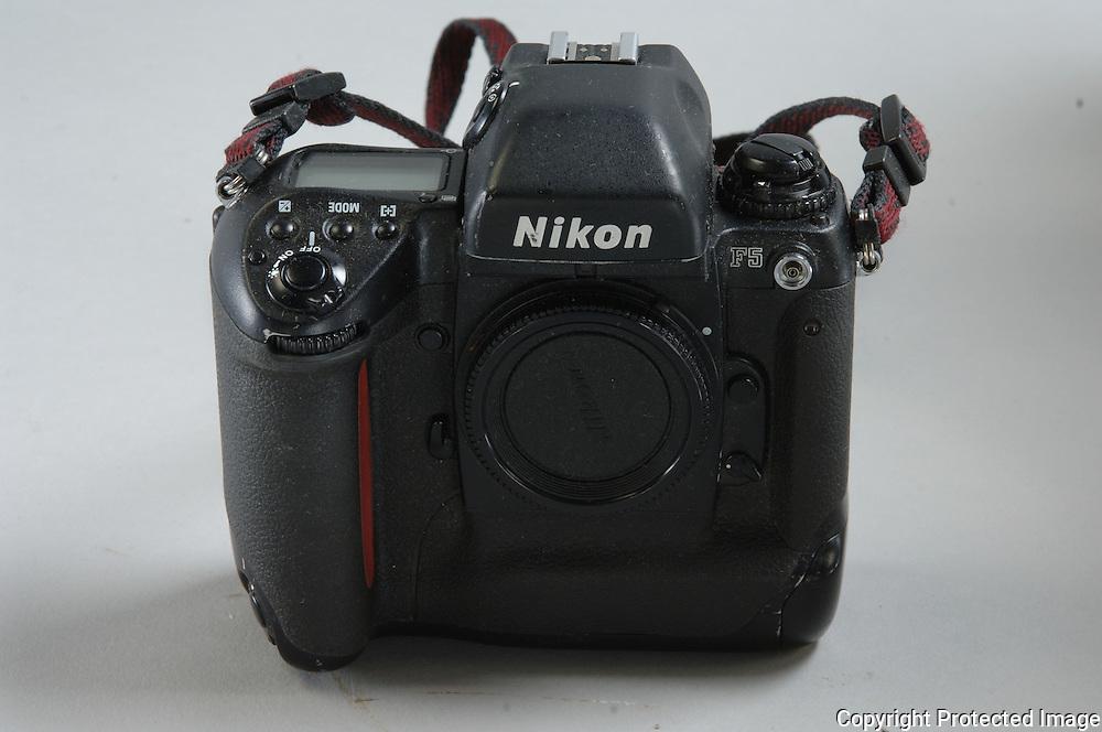 1 Nikon F 5  Body ======$ 800.00