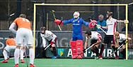 BLOEMENDAAL - Hockey - Bloemendaal-Oranje Rood 3-2. Verdediging OR met keeper Pirmin Blaak (Oranje-Rood)   COPYRIGHT KOEN SUYK