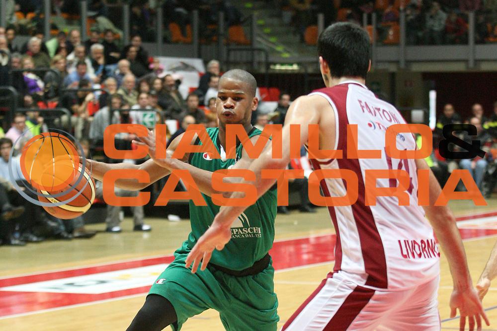 DESCRIZIONE : Livorno Lega A1 2006-07 TDShop.it Livorno Montepaschi Siena<br /> GIOCATORE : Forte<br /> SQUADRA : Montepaschi Siena<br /> EVENTO : Campionato Lega A1 2006-2007<br /> GARA : TDShop.it Livorno Montepaschi Siena<br /> DATA : 25/03/2007<br /> CATEGORIA : Palleggio<br /> SPORT : Pallacanestro<br /> AUTORE : Agenzia Ciamillo-Castoria/P. Mettini