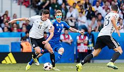 26.06.2016, Stade Pierre Mauroy, Lille, FRA, UEFA Euro 2016, Deutschland vs Slowakei, Achtelfinale, im Bild Julian Draxler (GER), Peter Pekarik (SVK) // Julian Draxler (GER) Peter Pekarik (SVK) during round of 16 match between Germany and Slovakia of the UEFA EURO 2016 France at the Stade Pierre Mauroy in Lille, France on 2016/06/26. EXPA Pictures © 2016, PhotoCredit: EXPA/ JFK