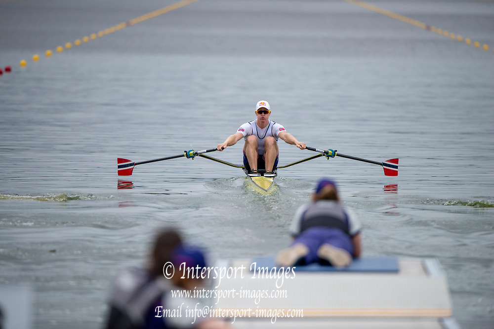 "Glasgow, Scotland, ""2nd August 2018"", Norway's Single Sculler, NOR M1X, Kjetil BORCH, moving away from the start of his heat of the Single Sculls, European Games, Rowing, Strathclyde Park, North Lanarkshire, © Peter SPURRIER/Alamy Live News"