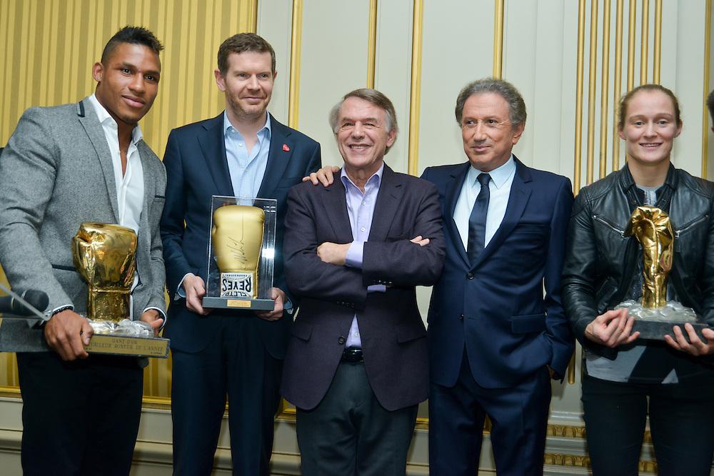 Michel Drucker et Salvatore Adamo lors de la remise des gants d'or, prix décerné au meilleur boxeur belge de l'année (Ryad Merhy) et boxeuse (Delphine Persoon). Bruxelles le 09 octobre 2015, Belgique