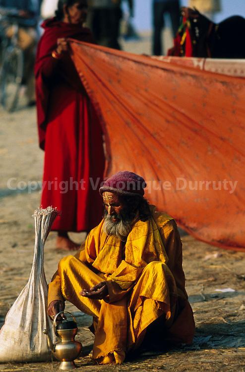 Makeshif camp on the banks of the Ganges...campement de fortune sur les bords du gange