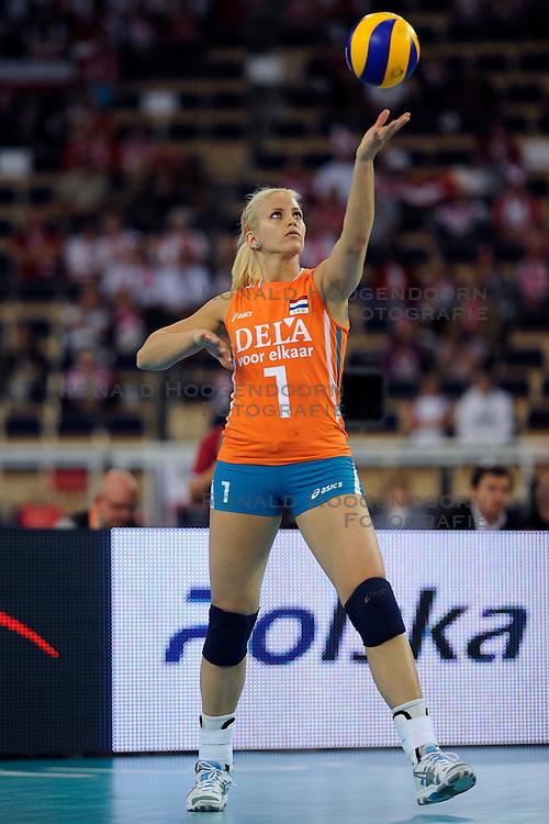 26-09-2009 VOLLEYBAL: EUROPEES KAMPIOENSCHAP SPANJE - NEDERLAND: LODZ<br /> Nederland verslaat ook Spanje met 3-0 / Kim Staelens<br /> &copy;2009-WWW.FOTOHOOGENDOORN.NL