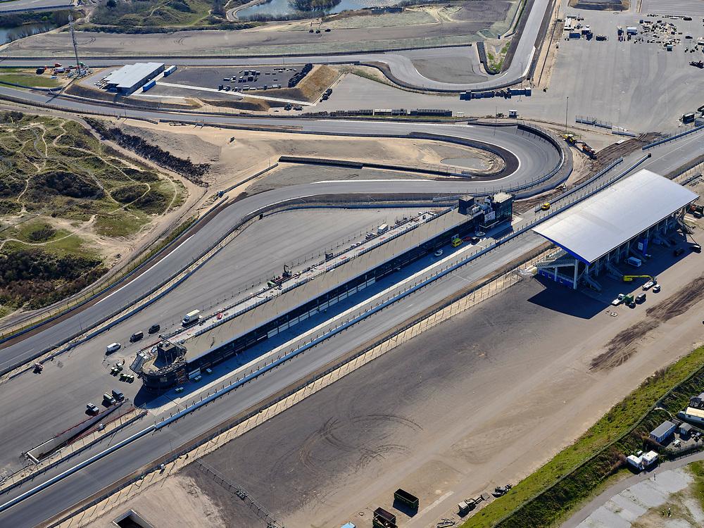Nederland, Noord-Holland, Zandvoort; 23-03-2020; Circuit Zandvoort. Het circuit na de verbouwing en in gereedheid voor Grand Prix Formule 1-races en deGrote Prijs van Nederland. Het rechte stuk bij de tribune en de Hugenholtzbocht. De races zijn uitgesteld ivm de Corona crisis.<br /> Zandvoort circuit. The track after the renovation and ready for Grand Prix Formula 1 races and the Grand Prix of the Netherlands. The races have been postponed due to the Corona crisis.<br /> <br /> luchtfoto (toeslag op standaard tarieven);<br /> aerial photo (additional fee required)<br /> copyright © 2020 foto/photo Siebe Swart
