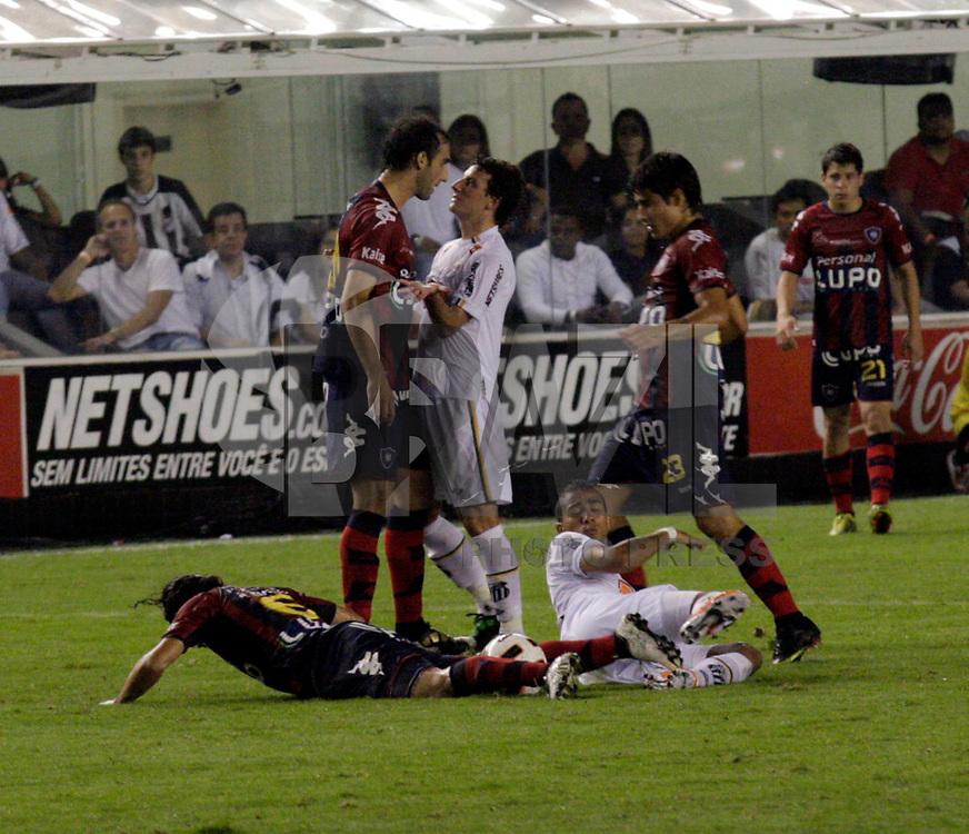 SANTOS,SP,02 DE MARÇO 2011 - COPA SANTANDER LIBERTADORES 2011 -SANTOS (BRA) x CERRO PORTEÑO (PAR)  - durante partida Santos (bra) x Cerro Porteño (par) válido pela Copa Santander Libertadores no Estádio Urbano Caldeira (Vila Belmiro) no liotral paulista. (FOTO: ALE VIANNA / NEWS FREE).