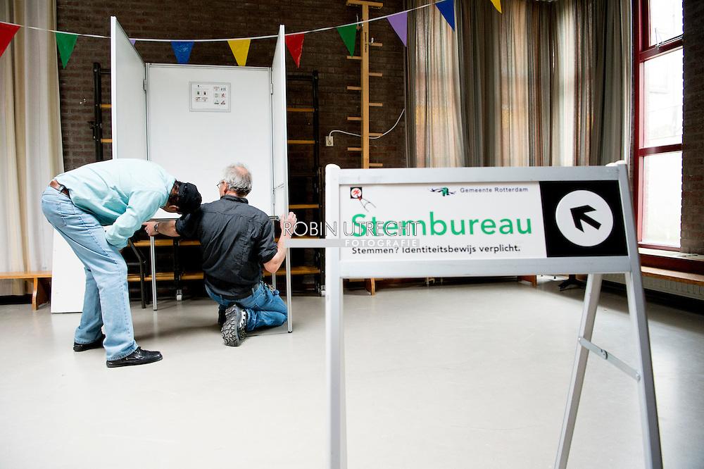 ROTTERDAM - Een dag voor het referendum over het associatieverdrag tussen de EU en Oekraine wordt in de Rotterdamse wijk Feijenoord een stemlokaal ingericht.  copyright robin utrecht