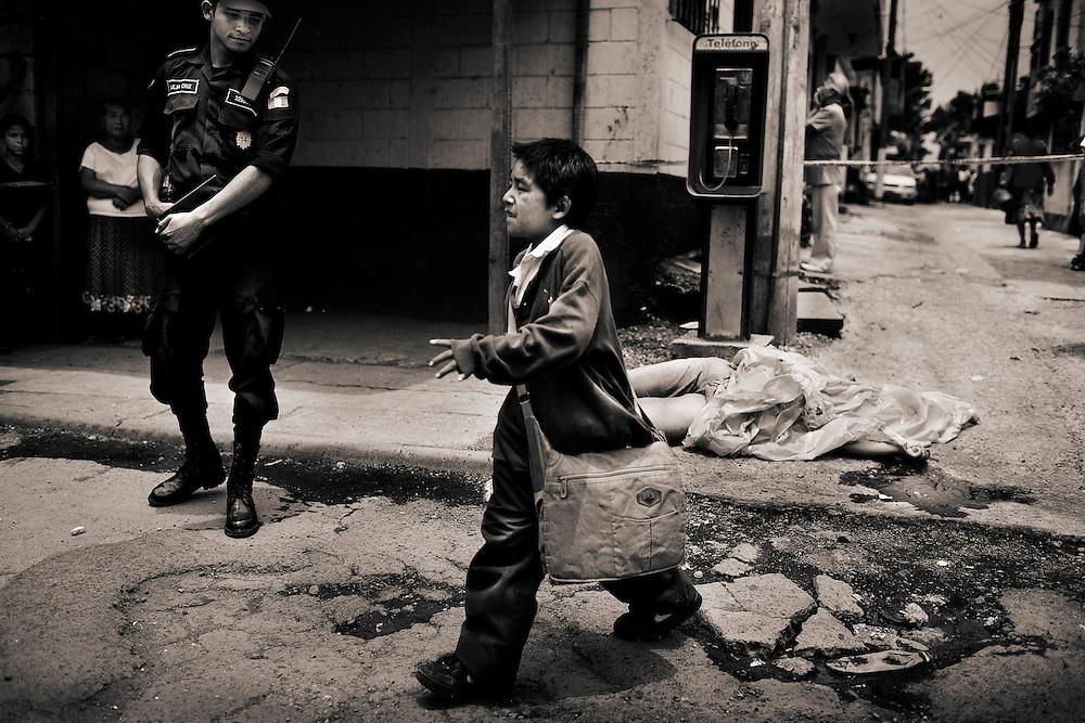 Aurora Ramos was  executed by a &quot;sicario&quot;  in zone 8 of Guatemala City . Presumably she owed him  money<br /> Aurora Ramos abatida en la zona 8 de Ciudad de Guatemala por un sicario al que presumiblemente adeudaba dinero
