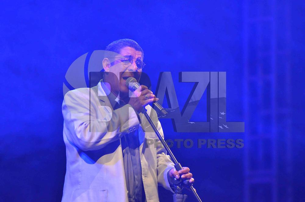 BRASÍLIA, DF, 05.10.2013 – SHOW ZECA PAGODINHO - O cantor Zeca Pagodinho durante apresentação no Shopping Iguatemi em Brasilia, na noite deste sabado, 05. (Foto: Ricardo Botelho / Brazil Photo Press).