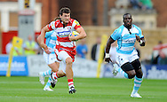 Photo © TOM DWYER / SECONDS LEFT IMAGES 2011 - Gloucester Rugby V Worcester Warriors - Aviva Premiership - Rugby Union - 10/09/11 - Gloucester's Jonny May charges in to score his teams first try outrunning Worcester's Miles Benjamin - at Kingsholm Stadium Gloucester UK - All rights reserved