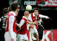 24-11-2007: Voetbal:AZ-WILLEM II: ALKMAAR<br /> Mounir El Hamdaoui kopt de bal op het doel van Maikel Aerts<br /> Foto: Geert van Erven