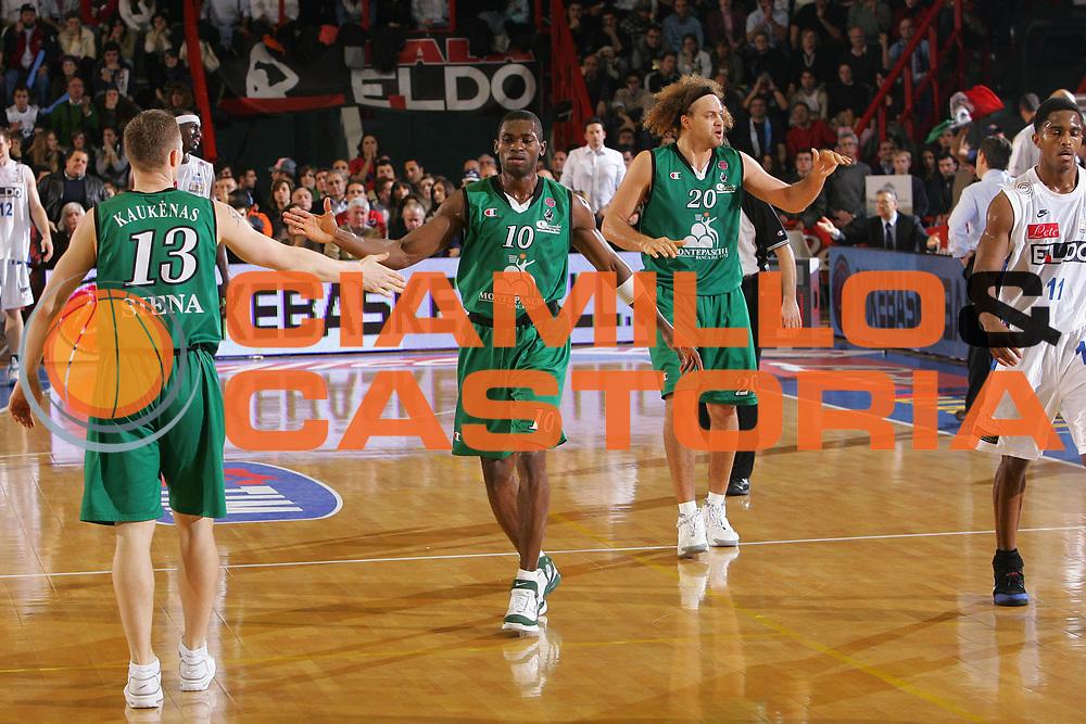 DESCRIZIONE : Napoli Lega A1 2006-07 Eldo Napoli Montepaschi Siena <br /> GIOCATORE : Sato Team Siena <br /> SQUADRA : Montepaschi Siena <br /> EVENTO : Campionato Lega A1 2006-2007 <br /> GARA : Eldo Napoli Montepaschi Siena <br /> DATA : 03/03/2007 <br /> CATEGORIA : Esultanza <br /> SPORT : Pallacanestro <br /> AUTORE : Agenzia Ciamillo-Castoria/S.Silvestri