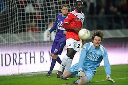 14-04-2010 VOETBAL: FC UTRECHT - FC GRONINGEN: UTRECHT<br /> Jacob Mulenga en Brian van Loo<br /> ©2010-WWW.FOTOHOOGENDOORN.NL