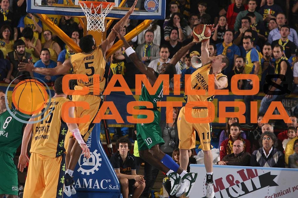 DESCRIZIONE : Porto San Giorgio Lega A1 2007-08 Premiata Montegranaro Montepaschi Siena <br /> GIOCATORE : Romain Sato Jobey Thomas <br /> SQUADRA : Premiata Montegranaro <br /> EVENTO : Campionato Lega A1 2007-2008 <br /> GARA : Premiata Montegranaro Montepaschi Siena <br /> DATA : 20/01/2008 <br /> CATEGORIA : Tiro Stoppata <br /> SPORT : Pallacanestro <br /> AUTORE : Agenzia Ciamillo-Castoria/G.Ciamillo