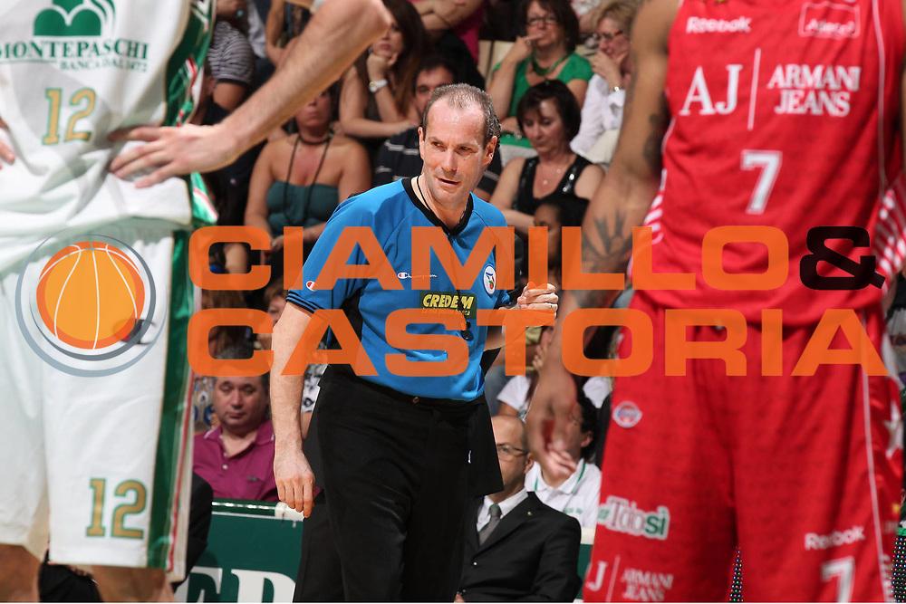DESCRIZIONE : Siena Lega A 2009-10 Playoff Finale Gara 1 Montepaschi Siena Armani Jeans Milano<br /> GIOCATORE : Guerrino Cerebuch<br /> SQUADRA : AIAP<br /> EVENTO : Campionato Lega A 2009-2010 <br /> GARA : Montepaschi Siena Armani Jeans Milano<br /> DATA : 13/06/2010<br /> CATEGORIA : aritro referees<br /> SPORT : Pallacanestro <br /> AUTORE : Agenzia Ciamillo-Castoria/ElioCastoria<br /> Galleria : Lega Basket A 2009-2010 <br /> Fotonotizia : Siena Lega A 2009-10 Playoff Finale Gara 1  Montepaschi Siena Armani Jeans Milano<br /> Predefinita :