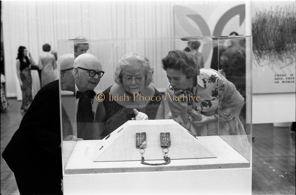 24/10/1971<br /> 10/24/1971<br /> 24 October 1971<br /> Opening of ROSC 1971 art exhibition at the RDS, Ballsbridge, Dublin.