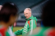 Sven-Goran Eriksson keeps an eye on training as Mexico prepare for a match in San Francisco. 27th Jan 2009.