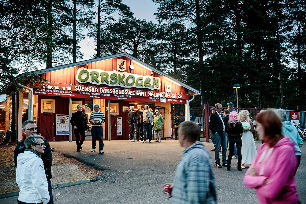 The festival takes place in Orrskogen park for 8 days in July at 6 different dance pavilions. <br /> <br /> Svenska Dansbandveckan in Malung, Sweden. Dansbandveckan is the largest dansband (&quot;dance band&quot;) music festival in Sweden held annually in July.