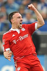 03-04-2010 VOETBAL: SCHALKE 04 - BAYERN MUNCHEN: GELSENKIRCHEN<br /> Muenchen wint met 2-1 van Schalke / Frank Ribery scoort de 1-0<br /> ©2010- FRH nph / Conny Kurth
