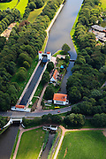 Nederland, Overijssel, Hengelo, 30-06-2011; Twenthekanaal met schutsluis.Lock in the Twenthekanaal (canal)..luchtfoto (toeslag), aerial photo (additional fee required).copyright foto/photo Siebe Swart