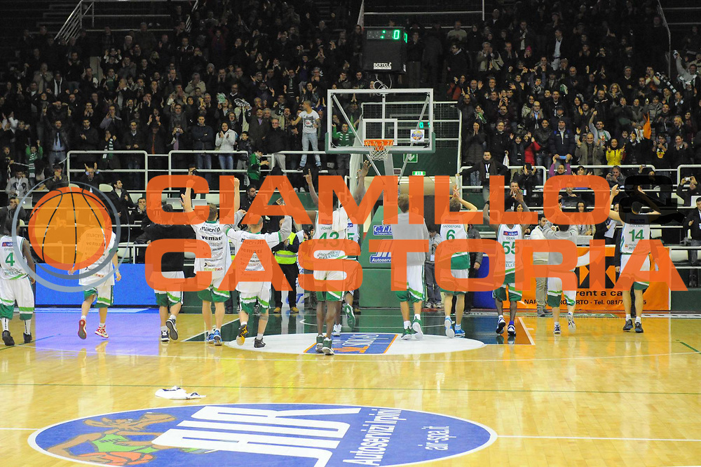 DESCRIZIONE : Avellino Campionato Lega A 2011-12 Sidigas Avellino Fabi Shoes Montegranaro<br /> GIOCATORE : Sidigas Avellino<br /> CATEGORIA : esultanza<br /> SQUADRA : Sidigas Avellino<br /> EVENTO : Campionato Lega A 2011-2012<br /> GARA : Sidigas Avellino Fabi Shoes Montegranaro<br /> DATA : 22/01/2012<br /> SPORT : Pallacanestro<br /> AUTORE : Agenzia Ciamillo-Castoria/GiulioCiamillo<br /> Galleria : Lega Basket A 2011-2012<br /> Fotonotizia : Avellino Campionato Lega A 2011-12 Sidigas Avellino Fabi Shoes Montegranaro<br /> Predefinita :