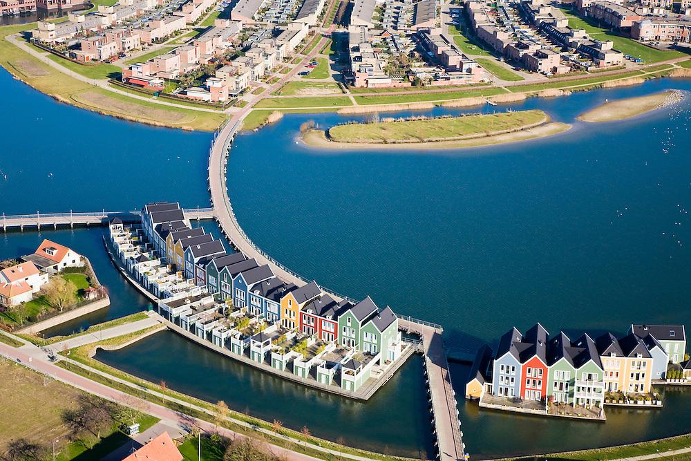Nederland, Utrecht, Houten, 11-02-2008; VINEX lokatie, nieuwbouwwijk met huizen in oud-hollandse stijl, waterhuizen, houten gevels; ***..luchtfoto (toeslag); aerial photo (additional fee required); .foto Siebe Swart / photo Siebe Swart