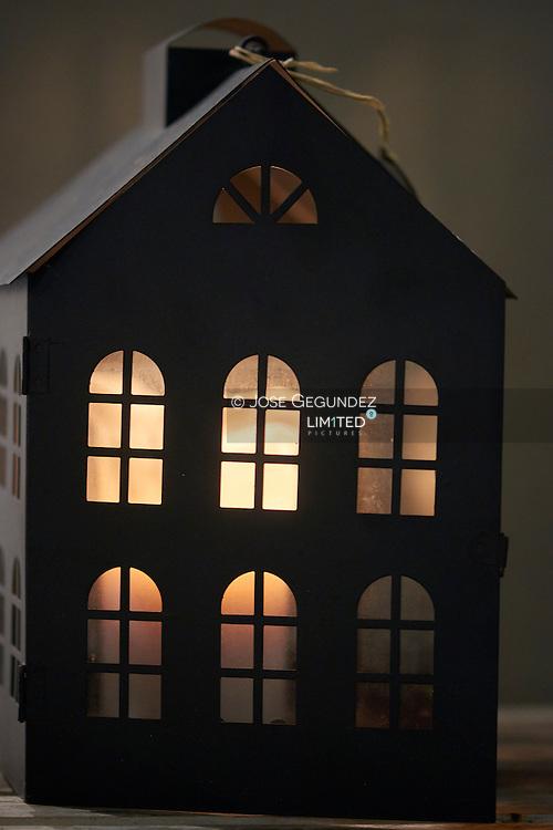 House of doll, illumintad