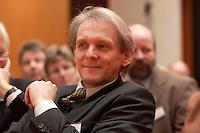 """26 JAN 2004, BERLIN/GERMANY:<br /> Prof. Dr. Karl Max Einhaeupl, Vorsitzender Wissenschaftsrat und Prof. f. Neurologie an der Humboldt-Universitaet Berlin, waehrend der Veranstaltung """"Deutschland. Das von morgen."""" Kongress des Bundesministeriums fuer Bildung und Forschung, axica Tagungszenrtum<br /> IMAGE: 20040126-01-104<br /> KEYWORDS: Max Einhäupl"""