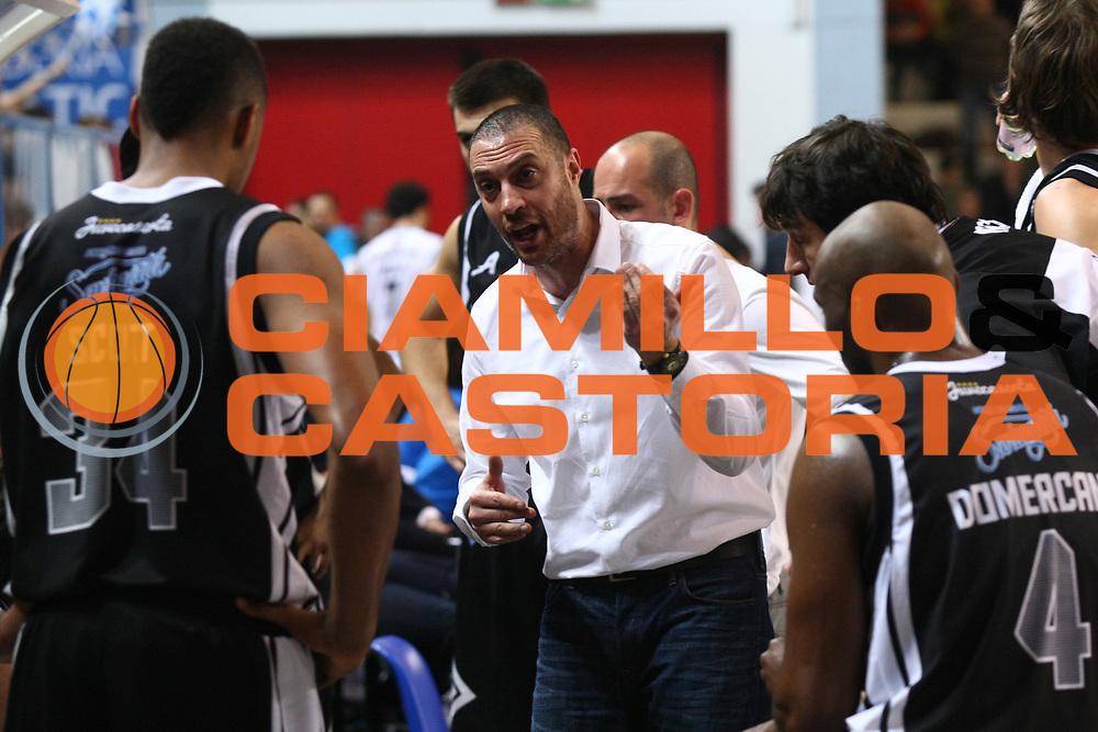 DESCRIZIONE : Cremona Lega A 2014-2015 Vanoli Cremona Pasta Reggia Caserta<br /> GIOCATORE : Vincenzo Esposito Coach<br /> SQUADRA :  Pasta Reggia Caserta <br /> EVENTO : Campionato Lega A 2014-2015<br /> GARA : Vanoli Cremona Pasta Reggia Caserta<br /> DATA : 01/03/2015<br /> CATEGORIA :  Coach Time Out<br /> SPORT : Pallacanestro<br /> AUTORE : Agenzia Ciamillo-Castoria/F.Zovadelli<br /> GALLERIA : Lega Basket A 2014-2015<br /> FOTONOTIZIA : Cremona Campionato Italiano Lega A 2014-15 Vanoli Cremona Pasta Reggia Caserta <br /> PREDEFINITA : <br /> F Zovadelli/Ciamillo