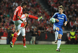 27.03.2012, Estadio da Luz, Lissabon, POR, UEFA CL, Viertelfinal-Hinspiel, Benfica Lissabon (POR) vs FC Chelsea (ENG), im Bild Benfica's Javi Garcia, from Spain, left, fights for the ball with Chelsea's Fernando Torres, from Spain // during the UEFA Champions League Quarter-final first leg Match between Benfica Lissabon (POR) and FC Chelsea (ENG) at Estadio da Luz, Lisbon, Portugal on 2012/03/27. EXPA Pictures © 2012, PhotoCredit: EXPA/ Newspix/ Cityfiles..***** ATTENTION - for AUT, SLO, CRO, SRB, SUI and SWE only *****