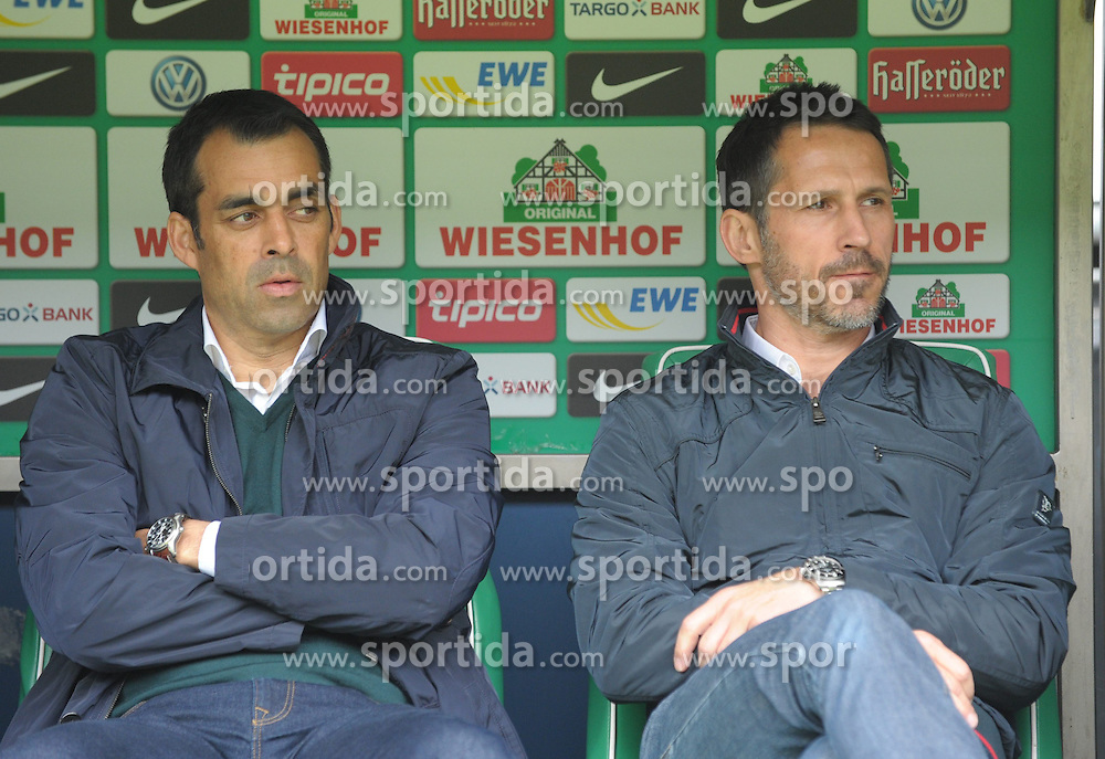 05.04.2014, Weserstadion, Bremen, GER, 1. FBL, SV Werder Bremen vs Schalke 04, 29. Runde, im Bild Robin Dutt,Trainer von Werder Bremen, links und Thomas Eichin, Sportdirektor/Geschaeftsfuehrer von Werder Bremen, rechts, auf der Bank von Werder Bremen. // during the German Bundesliga 29th round match between SV Werder Bremen and Schalke 04 at the Weserstadion in Bremen, Germany on 2014/04/06. EXPA Pictures &copy; 2014, PhotoCredit: EXPA/ Eibner-Pressefoto/ SSR<br /> <br /> *****ATTENTION - OUT of GER*****