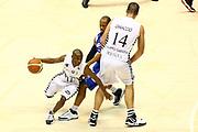 DESCRIZIONE : Bologna Lega A1 2008-09 La Fortezza Virtus Bologna NGC Cantu<br /> GIOCATORE : Earl Boykins Roberto Chiacig<br /> SQUADRA : La Fortezza Virtus Bologna<br /> EVENTO : Campionato Lega A1 2008-2009 <br /> GARA : La Fortezza Virtus Bologna NGC Cantu<br /> DATA : 15/03/2009 <br /> CATEGORIA : palleggio blocco<br /> SPORT : Pallacanestro <br /> AUTORE : Agenzia Ciamillo-Castoria/M.Minarelli