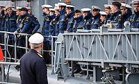 DEU, Deutschland, Wilhelmshaven, 24. Maerz 2016: Besatzungsmitglieder stehen an Deck, als die  Fregatte F213 &quot;Augsburg&quot; der Bundesmarine im  Marinehafen von Wilhelmshaven festmacht. Das Schiff kehrt von einer mehrmonatigen Reise aus dem Persischen Golf zurueck, wo es den franzoesischen Flugzeugtraeger &quot;Charles de Gaulle&quot; bei der Operation &quot;Counter Daesh MAR&quot; im Kampf gegen den so genannten IS in Syrien und im Irak unterstuetzt hat. | DEU, Germany, Wilhelmshaven, March 24, 2016: Crew members stand on deck as  the frigate F213 &quot;Augsburg&quot; of the German Navy reaches the Navy port of Wilhelmshaven. The vessel returns from a mission in the Persian Gulf where it supported the French aircraft carrier &quot;Charles de Gaulle&quot; in the Operation &quot;Counter Daesh MAR&quot; against the so called IS in Syria and Iraq |<br /> <br /> [ CREDIT: www.fockestrangmann.de - MWSt./VAT/TVA  7 % - Focke Strangmann Fotos - Rossbachstr. 46 - 28201 B r e m e n - Germany - Tel.  +49.163.2513863  - ich@fockestrangmann.de - Bank: S p a r k a s s e B r e m e n  BLZ: 29150101 Konto: 10886646 IBAN: DE05 2905 0101 0010 8866 46 00 BIC: SBREDE22 Stnr. 602730314, FA Bremen, VAT DE225275020 - ] <br /> <br /> [#0,26,121#]