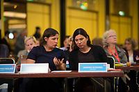 DEU, Deutschland, Germany, Berlin, 17.11.2018: Die Grünen-Fraktionschefin im Abgeordnetenhaus, Antje Kapek, und Bildungssenatorin Sandra Scheeres (SPD) beim Landesparteitag der Berliner SPD im Hotel Maritim.