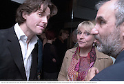 Hugh Grant, Helen Fielding and Alan Yentob. Talk pre-Golden Globes party. Mondrian Hotel. West Hollywood, California USA 20 January 2001. © Copyright Photograph by Dafydd Jones 66 Stockwell Park Rd. London SW9 0DA Tel 020 7733 0108 www.dafjones.com
