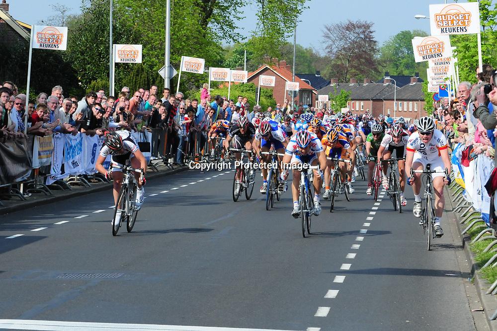 RIJSSEN (NED) wielrennen<br />ROBIN CHAIGNEAU wint de ronde van Overijssel 2008 voor Tom Veelers en Bobbie Traksel